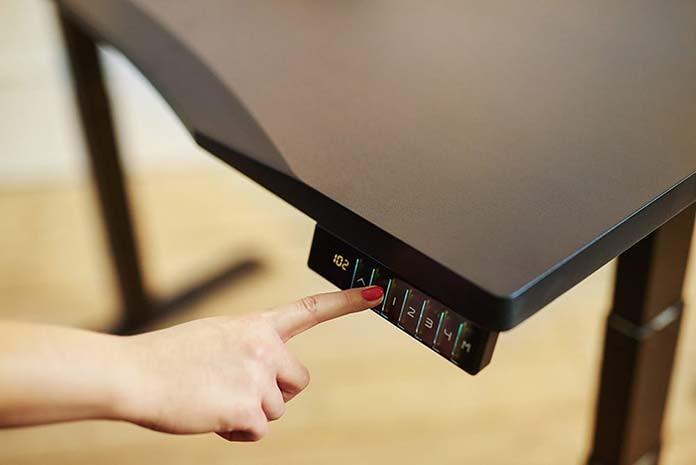 Co wiedziećprzy wyborze biurka regulowanego do pracy?
