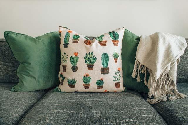 Poduszki dekoracyjne jako element aranżacji wnętrz