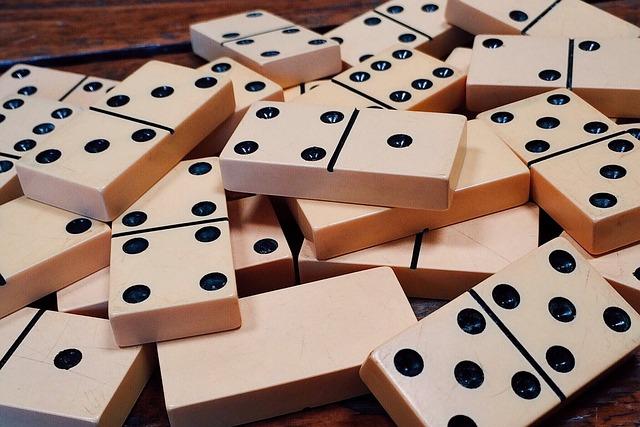 czy dzieci powinny grać w domino?
