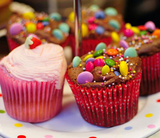Jak wyposażyć cukiernię w smaczne nadzienia do ciast i pralin